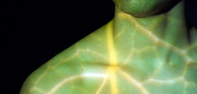 Implante florescente acende dentro do corpo para combater o câncer