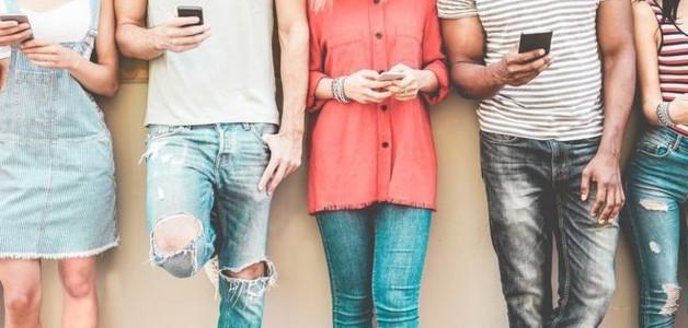 Adolescentes ingleses trocam sexo por relações virtuais e taxa de gravidez cai