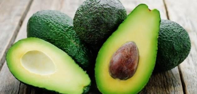 Película feita de caroço de abacate pode substituir plástico sintético